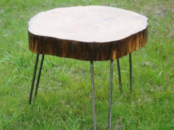Из табурета столик
